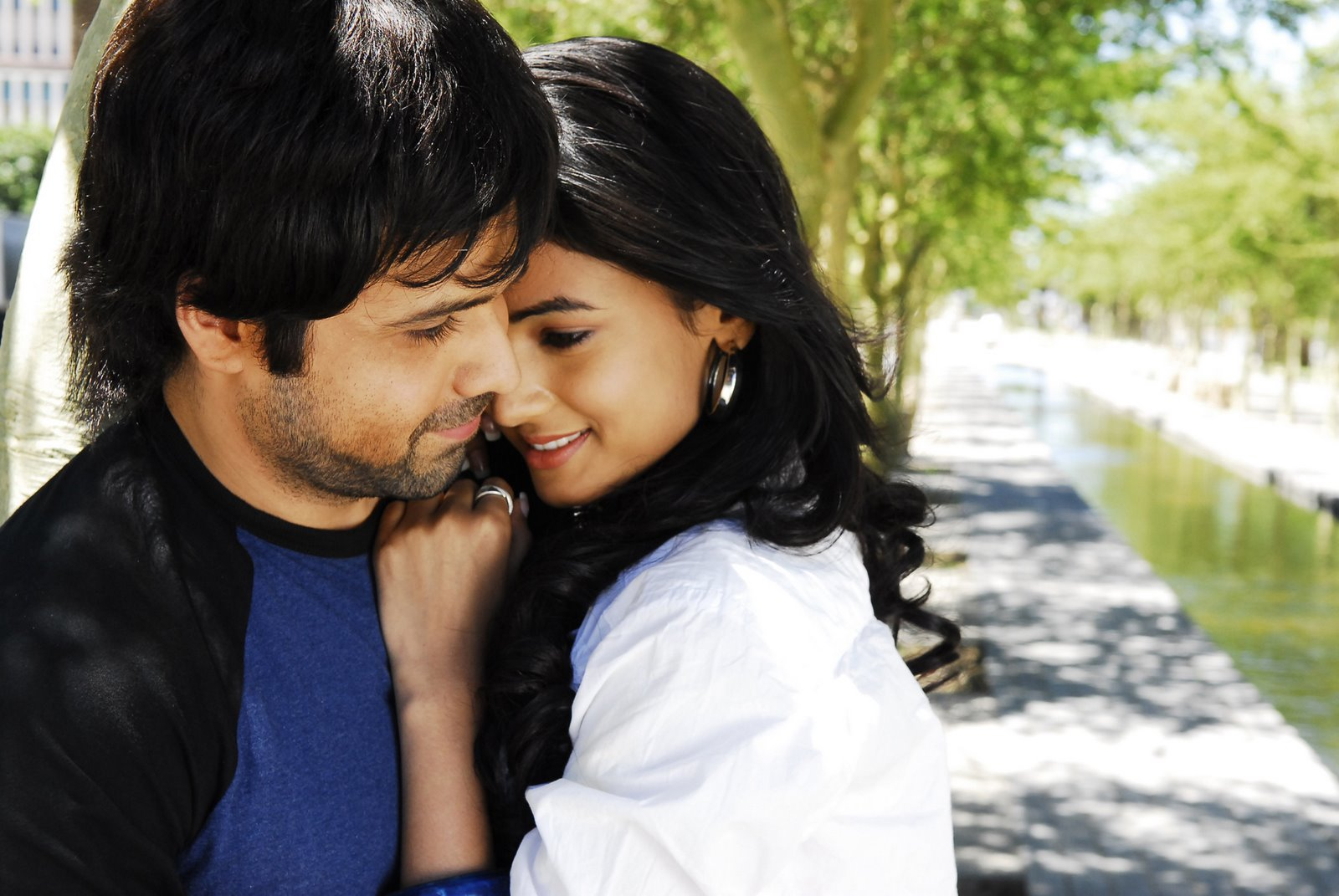 Jannat Movie Romatic Photo - Emraan Hasmi And Sonal Chauhan